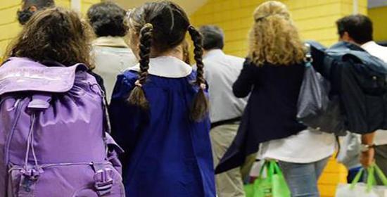 Primo giorno di scuola per gli studenti della Scuola elementare statale Tommaseo, Torino,15 Settembre 2014 ANSA/ ALESSANDRO DI MARCO
